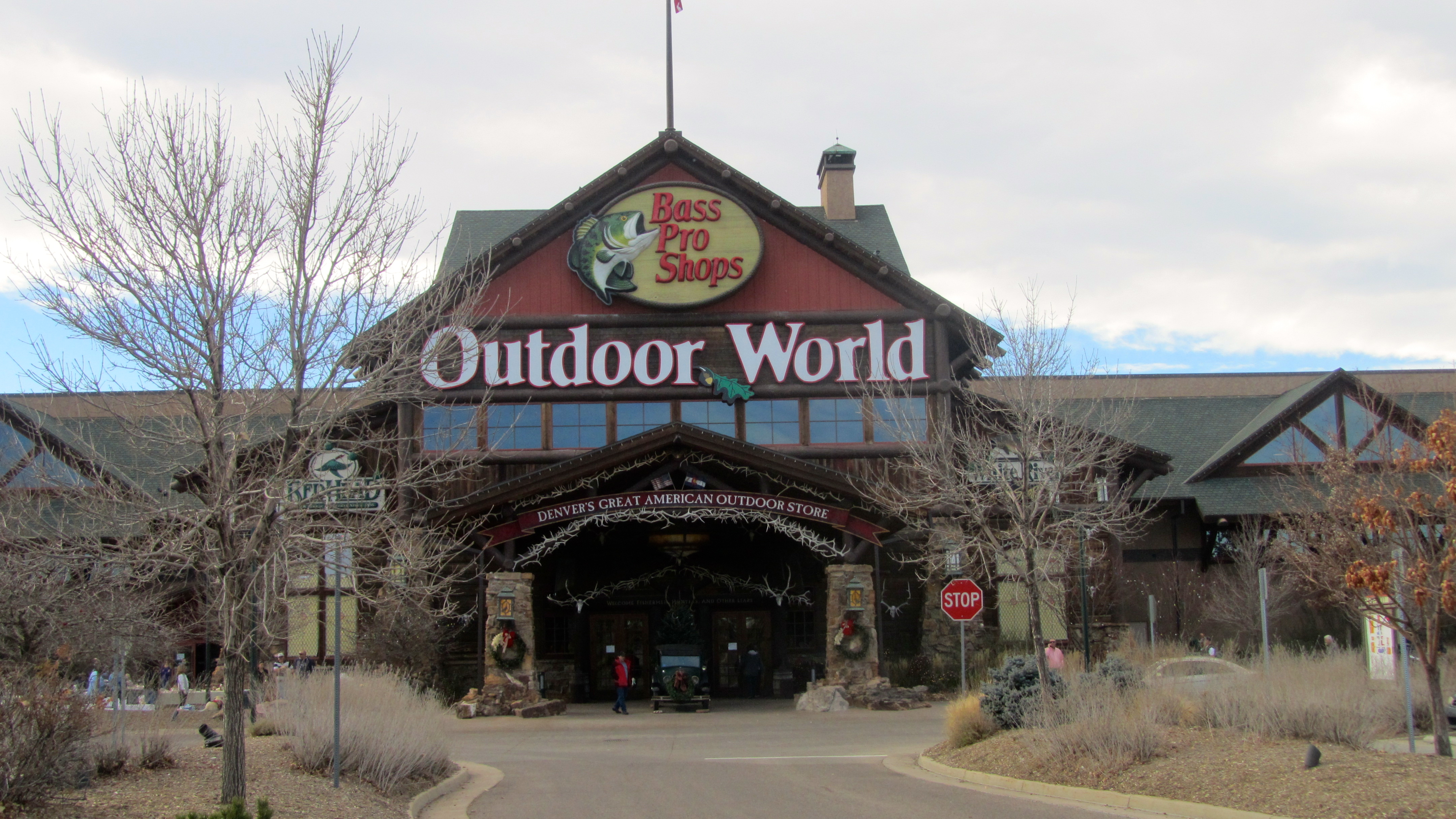 How to use a Bass Pro Shop coupon Check the top of Bass Pro Shop's homepage for current promotions, complete with coupon codes. Their sale section will also have lots of good deals as well as their outlet section, where select merchandise has been discounted by up to 50% or more.