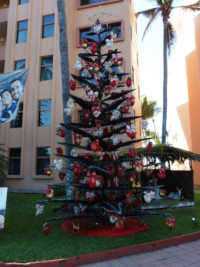 The employees of Torres Mazatlan created this tree.