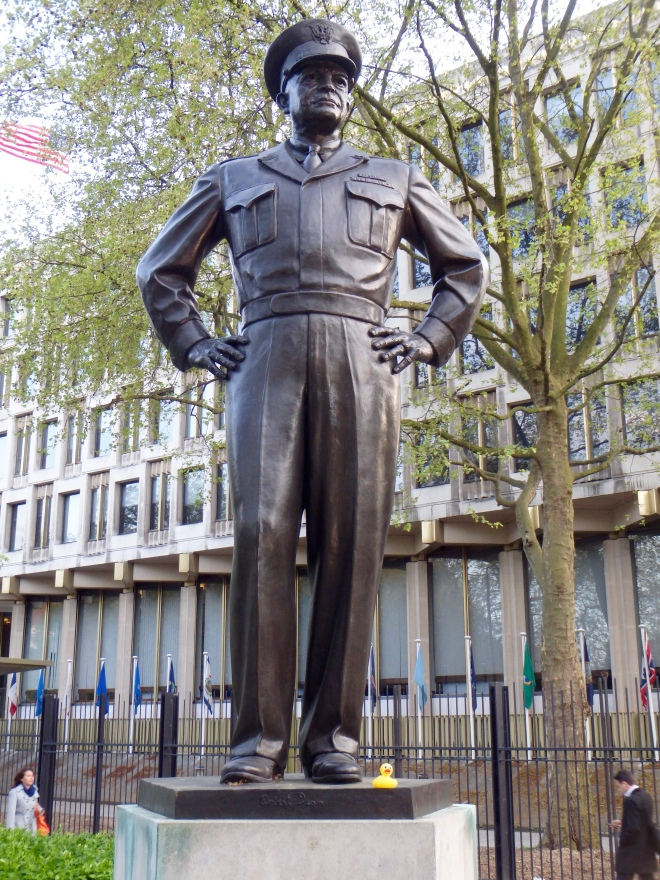 Statue of Pres. and Gen. Eisenhower in London