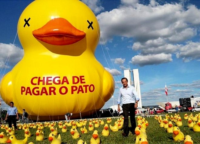 Brazil's 40 foot rubber duck
