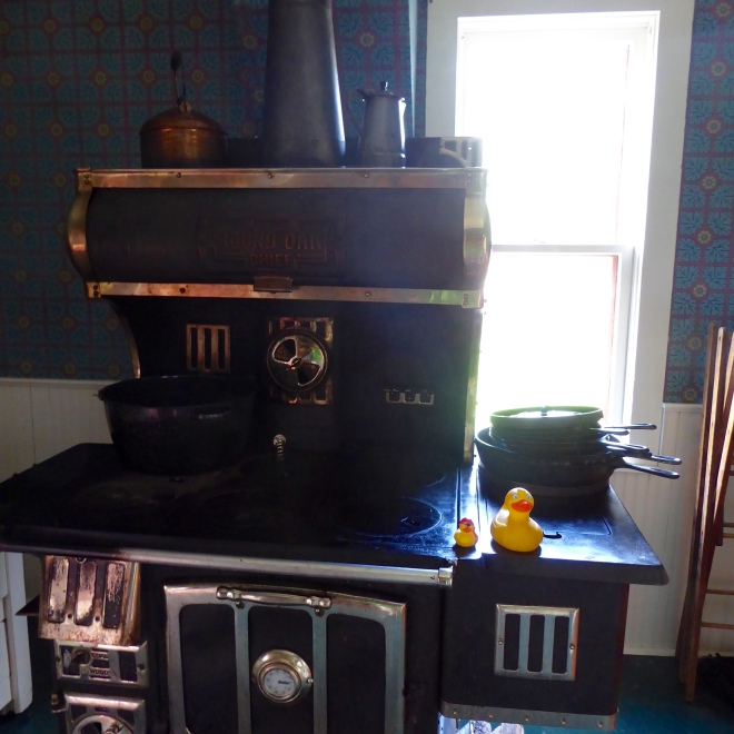 Cooking stove heated with wood