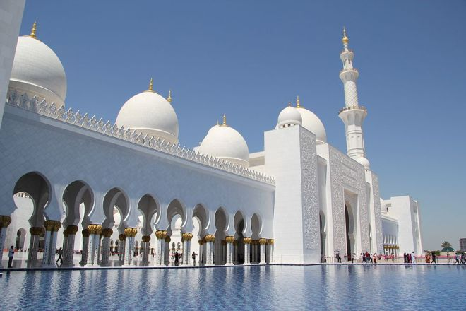 Front of Sheikh Zayed Grand Mosque. Photo from Wikipedia.